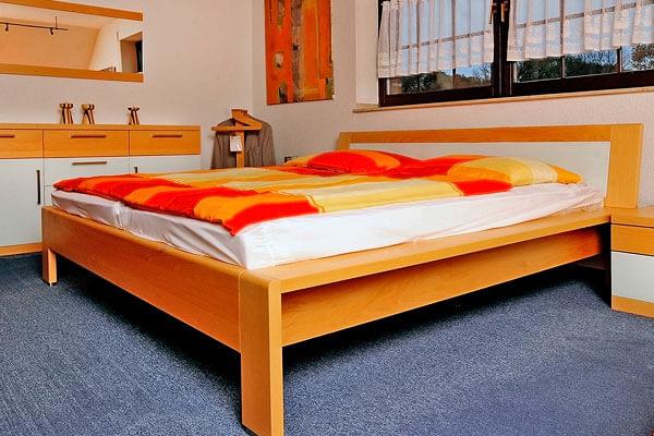 bett aus massivholz oder boxspringbett theis hat es theism bel. Black Bedroom Furniture Sets. Home Design Ideas